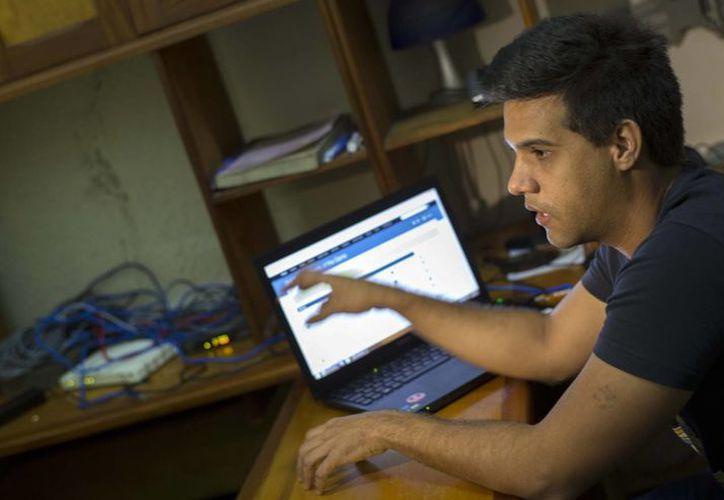 Rafael Antonio Broche Moreno, un ingeniero eléctrico de 22 años, fue quien ayudó a construir esta red conocida como SNet, abreviatura de StreetNet (Red callejera). (Agencias)
