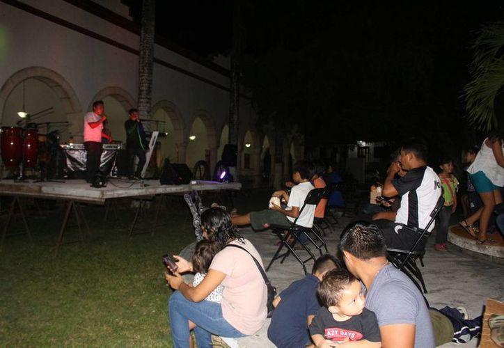 Pat Boy cantó rap en maya para honrar a héroes de la Guerra de Castas. (Benjamín Pat/SIPSE)