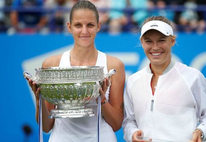 Para la tenista es su tercer trofeo de la temporada. (Reuters)