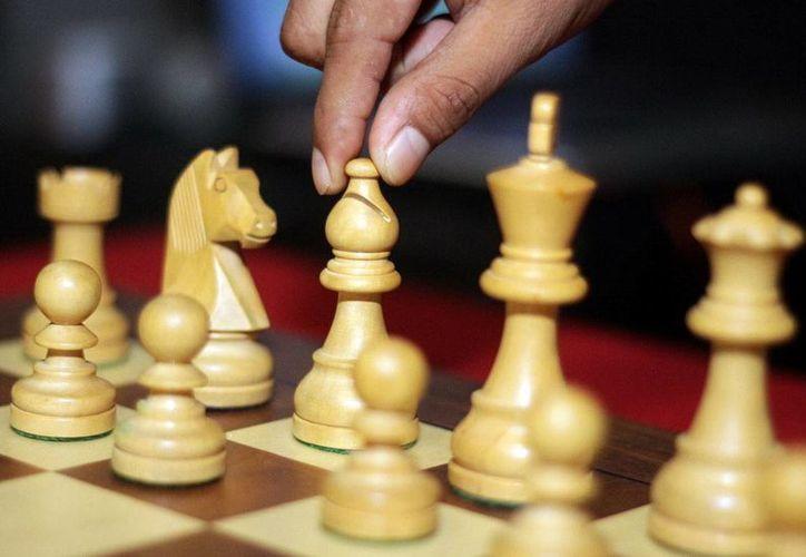 Jugar ajedrez es gimnasia cerebral, la persona calcula y analiza y, con ello, puede evitar el mal de Alzheimer. (Milenio Novedades)