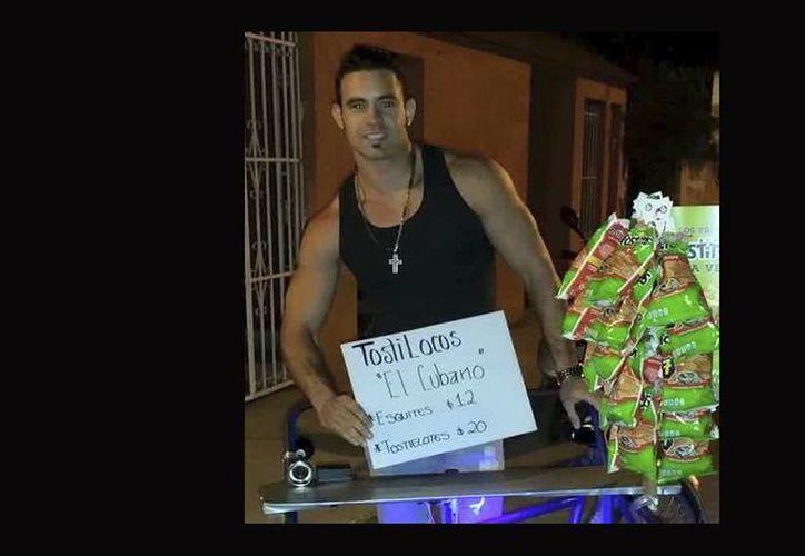 La imagen del cubano se hizo viral en las redes sociales. (tvnotas.com.mx)