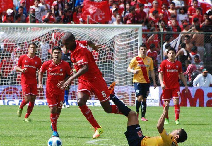 Toluca y Morelia ofrecieron un buen partido. (Notimex)