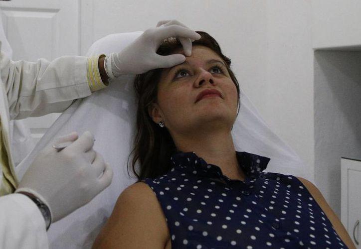 Los visitantes tratan temas dentales, cirugías bariátricas y plásticas, entre otros. (Israel Leal/SIPSE)