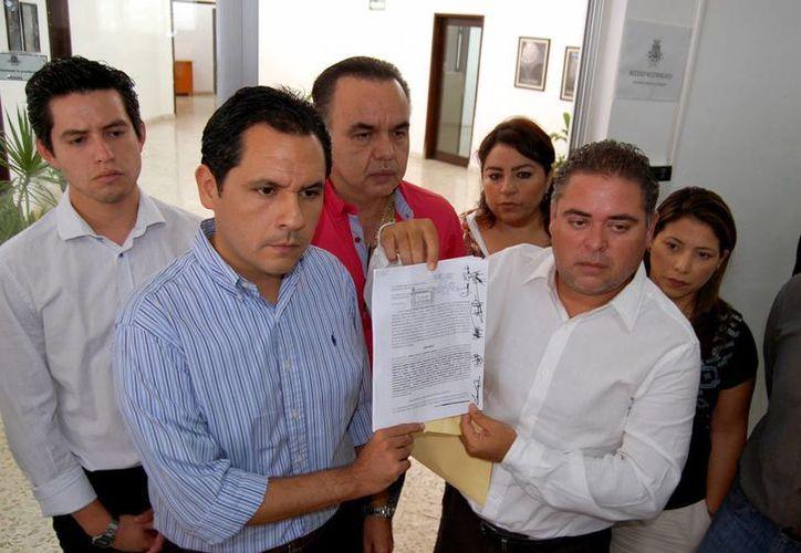 Los regidores subrayan que no se cumplió con la reglamentación del ramo. (Juan Albornoz/SIPSE)
