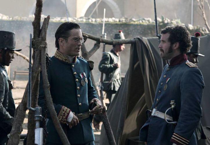 Kuno Becker (i) y Antonio Merlano en el rodaje de la cinta sobre la batalla de Puebla. (Agencias)