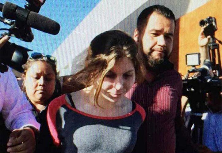 Anastasia Lechtchenko, al momento de ser detenida la tarde de este viernes y trasladada a la penitenciarÍa de Tijuana, Baja California, México. (Foto: @fronterainfo)