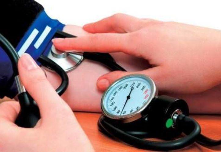La hipertensión es responsable del 45 por ciento de los ataques de corazón y de 51% de los derrames  cerebrales. (Archivo SIPSE)