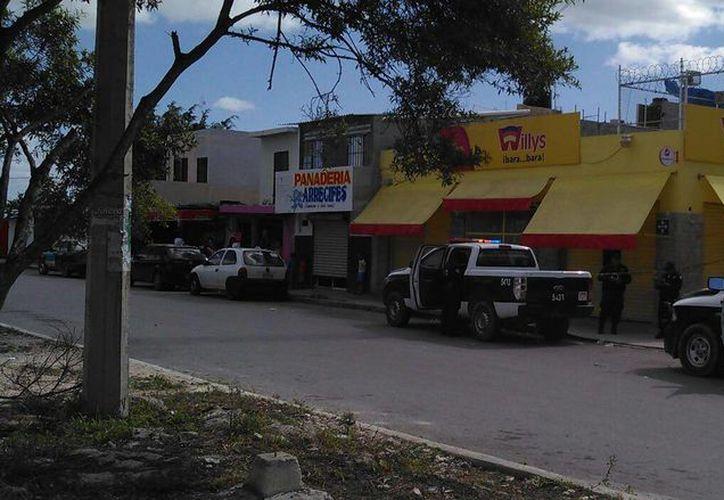 Los presuntos responsables se dieron a la fuga en un automóvil de la misma tienda. (Orville Peralta/SIPSE)