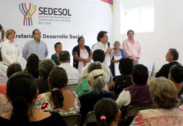 La Sedesol estatal entregó ayuda económica a 46 mujeres viudas de trabajadores del Incay. (Milenio Novedades)