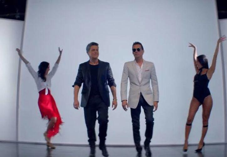 Marc Anthony y Alejandro Sanz unen sus voces en la canción 'Deja que te bese'. (Captura de pantalla/YouTube AlejandroSanzVEVO)