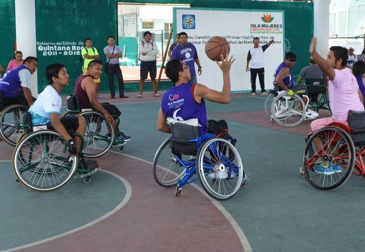 Al final del evento protocolario, se realizó un emocionante y trepidante encuentro de básquetbol. (Redacción/SIPSE)