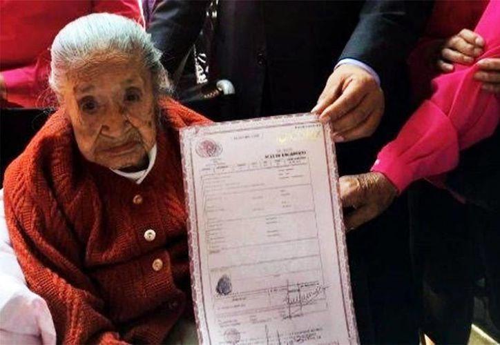 Doña Trinidad llegó a la Ciudad de México a los dos años, pero nunca tramitó su acta de nacimiento. (Excélsior)