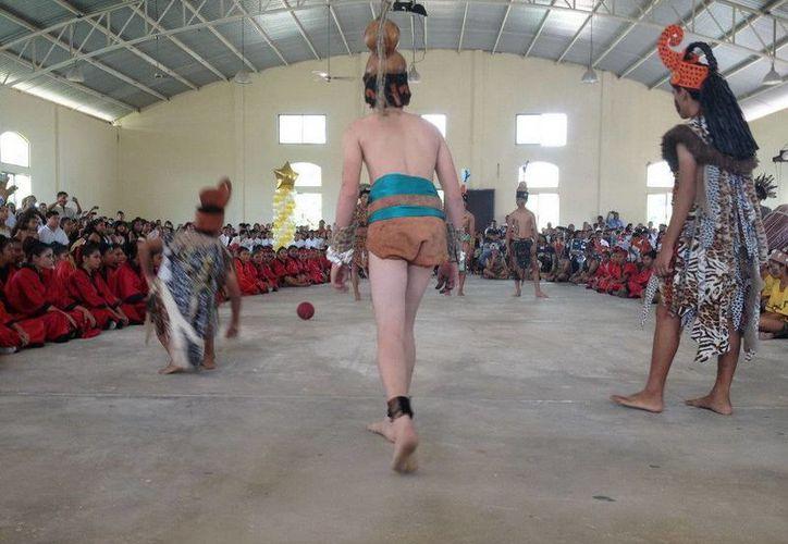 Los niños realizan bailes de la cultura prehispánica maya; se han presentado en diversas partes del mundo. (Redacción/SIPSE)