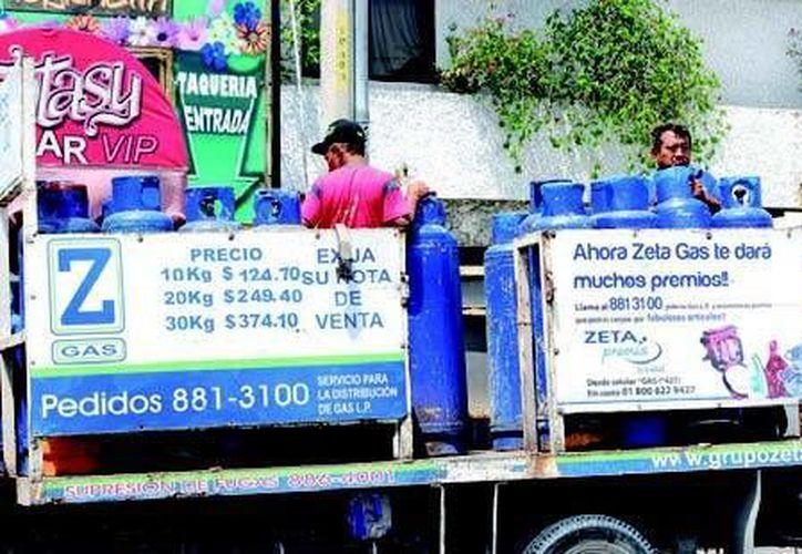 Cuando le sea entregado un tanque de gas, verifique que éste se encuentre en buen estado. (Tomás Álvarez/SIPSE)