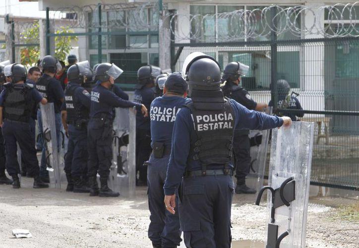 La seguridad externa del penal se reforzó por diferentes asociaciones policiales. (Harold Alcocer/SIPSE)