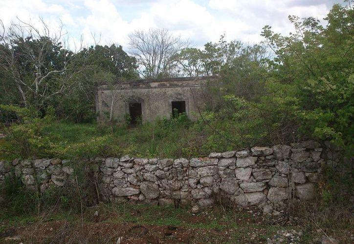 """Sitio conocido como """"la casona embrujada"""" a las afueras de Temax. (Jorge Moreno/SIPSE)"""