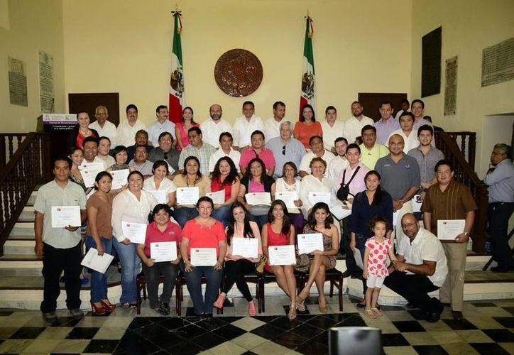 Participantes del curso de gestión de la noticia política. (Milenio Novedades)