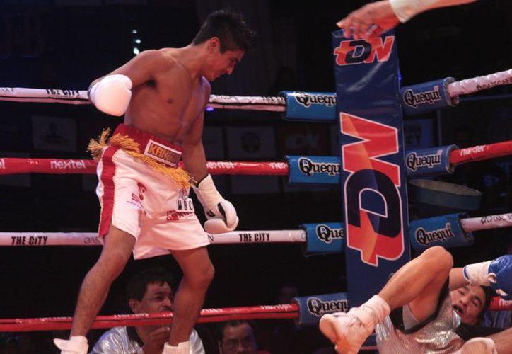 El encuentro entre Juan y Humberto inició con fuerte intercambio de metralla, pero el 'Chato' no aguantó el tirmo. (Cortesía)