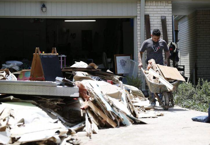 En Texas, las autoridades informaron de la muerte de 10 personas y cuantiosos daños materiales. (EFE)
