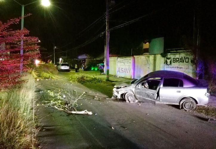 El conductor responsable se dio a la fuga. siendo localizado momentos después por la policía. (Foto: Redacción/SIPSE)