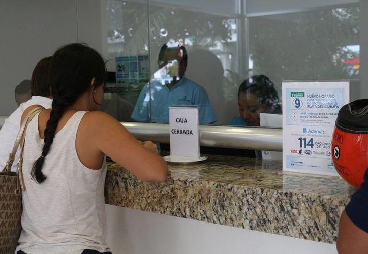 Un grupo de ciudadanos de Playa del Carmen promoverá un amparo para pedir que se retire la concesión a Akuacan. (Adrián Barreto/SIPSE)