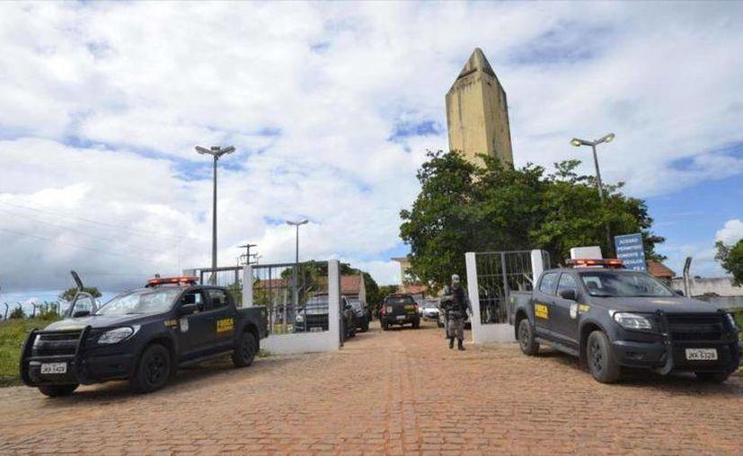 La batalla entre pandilleros en una cárcel de Brasil, que dejó por lo menos 10 muertos, ocurrió en un sitio con capacidad oficial para 620 presos, pero donde hay mil 83. (Foto tomada de hispantv.com)