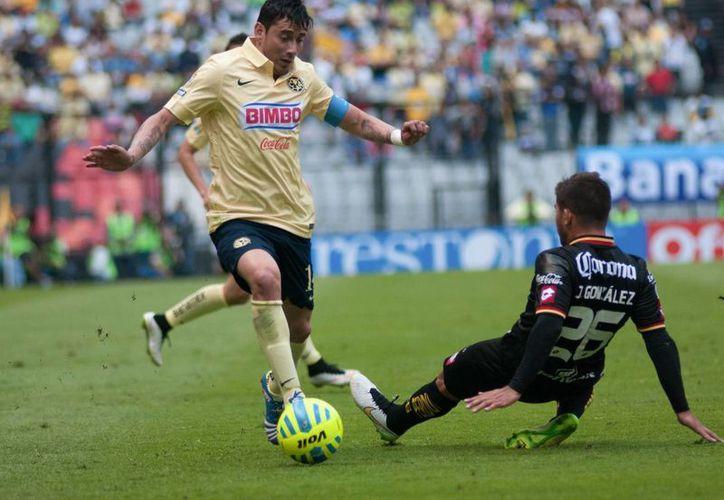 Rubens Sambueza falló un penal y contribuyó a la debacle americanista contra Veracruz. (Foto de archivo de Notimex)