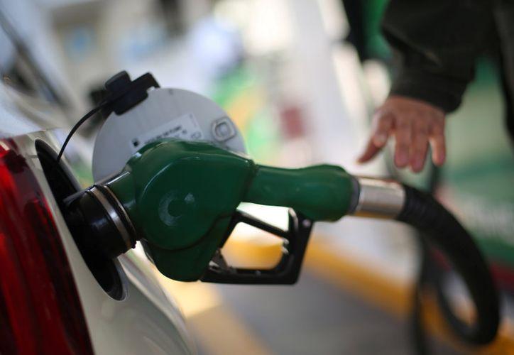 El consumo de gasolinas disminuyó y se mantuvo por debajo del promedio reportado en 2017. (The Huffington Post México)