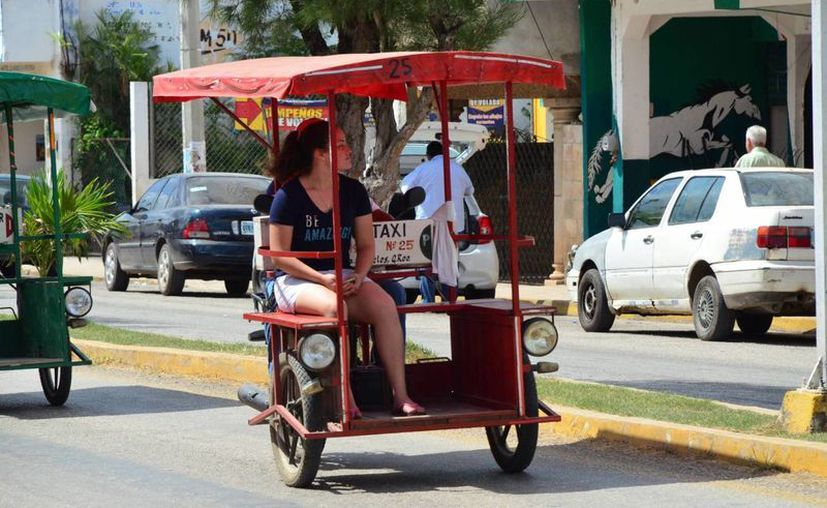 En la cabecera municipal existen 10 sindicatos que prestan el servicio de pasaje con mototaxis. (Tony Blanco/SIPSE)