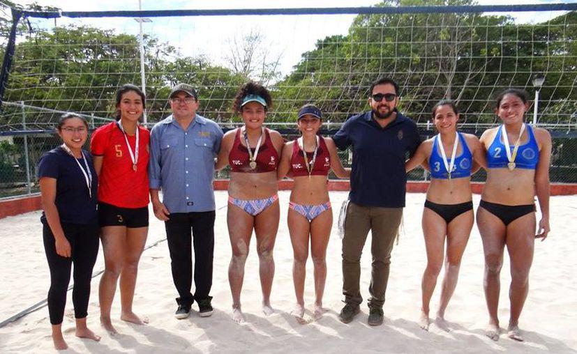 Juegos no aptos para cardiacos protagonizaron las estudiantes. (Fotos: Novedades Yucatán)