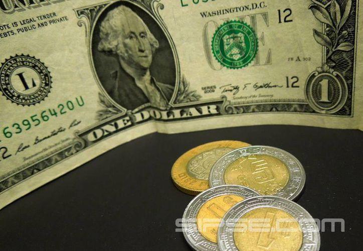 El dólar subió 25 centavos y alcanzó un precio de 17.08 a la venta. (Foto: Christian Coquet/SIPSE)