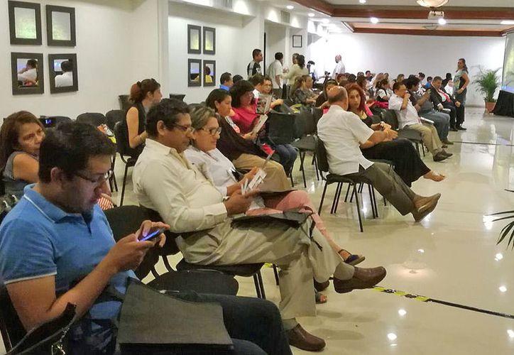 Al menos 400 médicos de Cancún se reunieron para el evento. (Foto: Jesús Tijerina/SIPSE)
