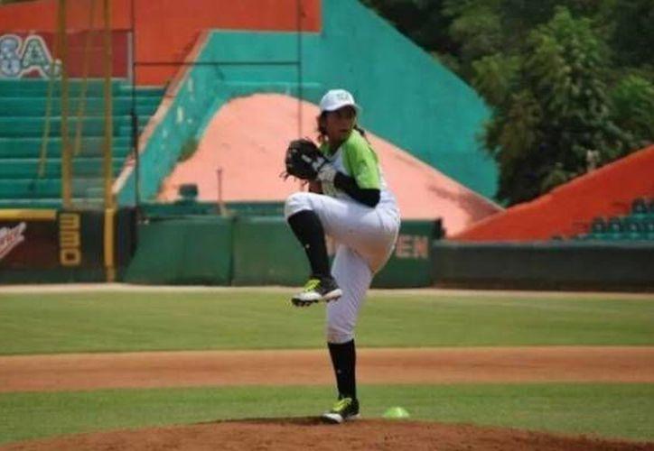 Rossy del Castillo (foto) tiene un lanzamiento de recta casi tan poderoso como el de una japonesa que cautivó al mundo hace poco en el Mundial de Beisbol femenino. (cracks.mx)