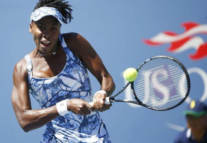 Venus Williams se repuso de un 2-6 para ganar 6-3 y 6-3 y obtener así el título del torneo de Auckland, en Ausrtalia. (EFE/Foto de archivo)