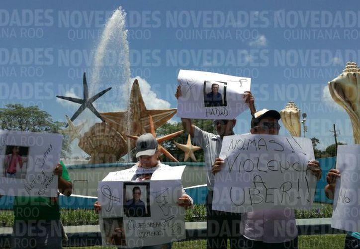 Los socios protestaron con pancartas e imágenes de las agresiones por parte de Sintra. (Foto: Sergio Orozco)