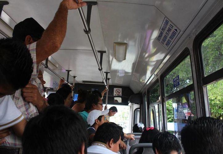 Sólo las personas que se encuentren sentadas durante un accidente recibirán atención con el seguro de viajero que da el transporte. (Irelis Leal/SIPSE)