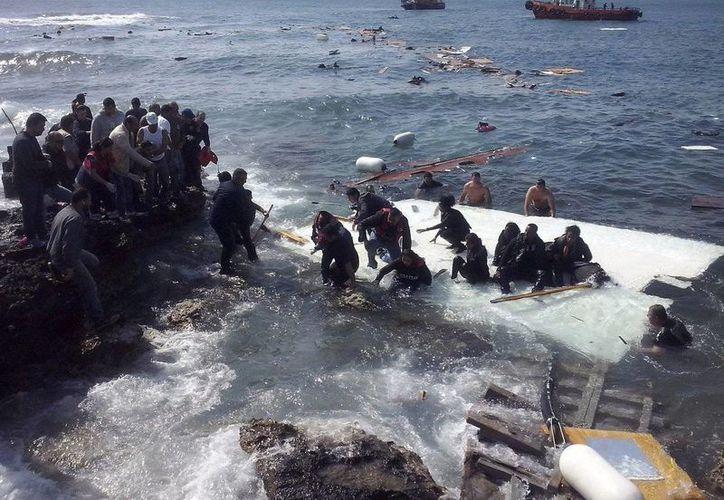 La cantidad de migrantes que trata de cruzar el Mediterráneo de Egipto a Europa ha aumentado significativamente en el último año. (twitter.com/ElInformanteMX)
