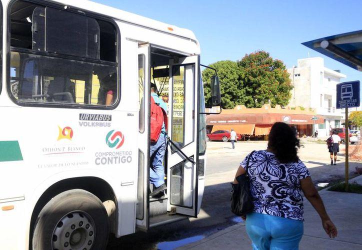 Las autoridades señalan que no es viable pensar en el aumento de las tarifas de transporte público en este momento. (Harold Alcocer/SIPSE)