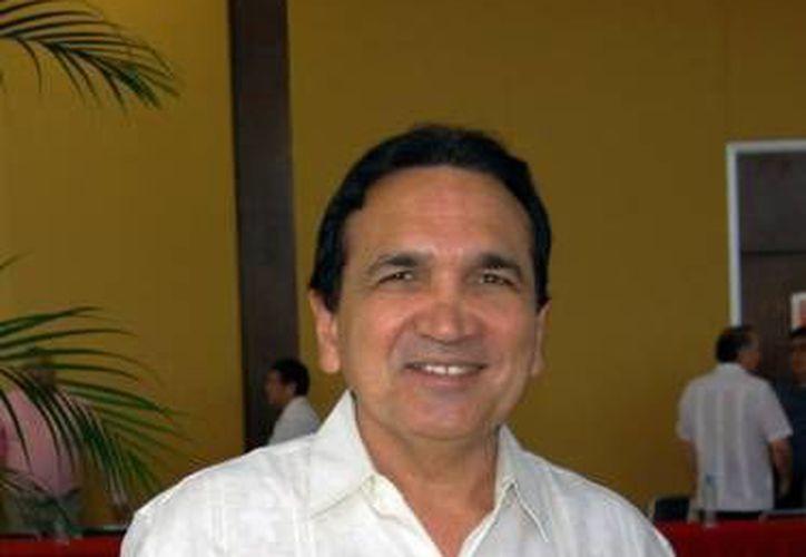 El titular de la Canacome, José Manuel López Campos, hizo un llamado a las autoridades de salud a no bajar la guardia en la lucha contra el Chikungunya, ya que no solo es un problema de salud pública sino que impacta fuertemente la productividad empresarial. (SIPSE)