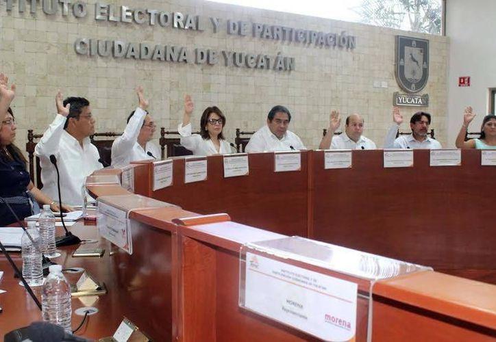 Exigen castigo para cinco consejeros que avalaron la contratación de familiares, al interior del Instituto Electoral en Yucatán. (SIPSE)
