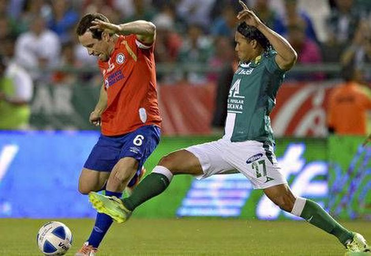 El León se salvó en la línea de meta en dos ocasiones de recibir gol del Cruz Azul. (Mexsport.com)