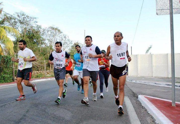 El gobernador Rolando Zapata Bello aprovechó el domingo para correr . (SIPSE)