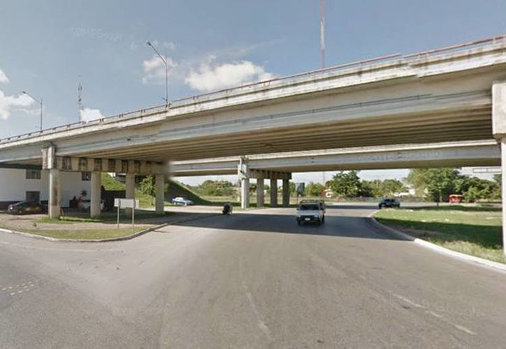 Una mujer amenazó con lanzarse desde el puente del periférico ubicado por la carretera a Kanasín. Afortunadamente no logró el objetivo. (Google Maps)