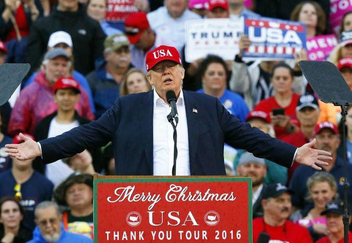 Este lunes se reunirán las 538 personas que elegirán formalmente al nuevo Presidente de Estados Unidos. El sistema de voto indirecto dio como ganador a Donald Trump. (AP/Brynn Anderson)
