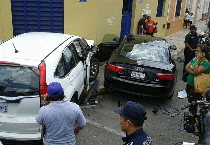 Así quedaron los autos tras el choque en la calle 70 con 49 del Centro de Mérida. (Fotos cortesía del Ayuntamiento de Mérida)