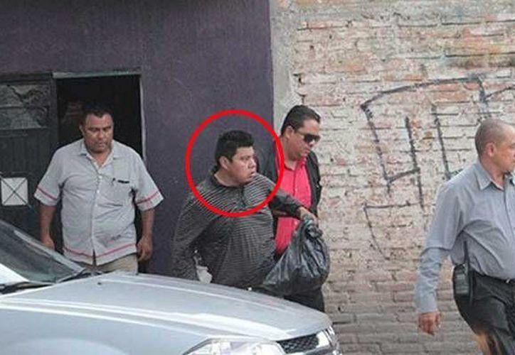 Imagen de Hilario Israel, tras ser detenido después de que se supo que asesinó y abuso de una de sus hijas en San Luis Potosí. (radiza.com.mx)