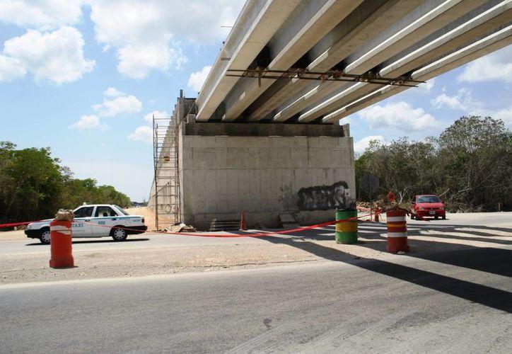 Los puentes de la autopista Playa del Carmen - El Tintal serán evaluados por el Colegio de Arquitectos. (Octavio Martínez/SIPSE)
