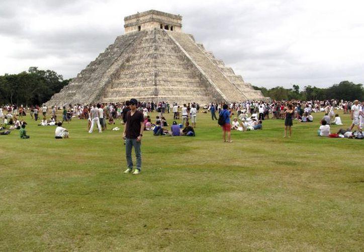 Autoridades estatales tratarán de evitar que disminuya el número de visitantes a los vestigios mayas. (Archivo/SIPSE)