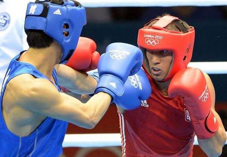 En Río 2016 se podría contar con la participación de boxeadores profesionales, así lo dio a conocer el presidente de la AIBA, Ching Kuo Wu. (AP)