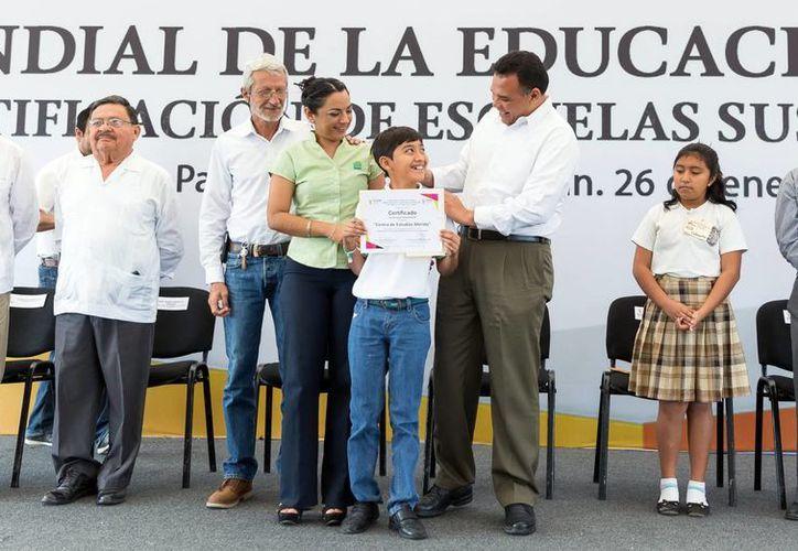 El Gobernador destacó la cultura ambiental en colegios del estado. Imagen del evento en el Parque Científico y Tecnológico de Yucatán. (Milenio Novedades)